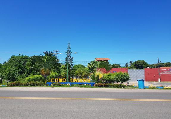 Terreno de 980m2 em condomínio fechado com acesso à praia