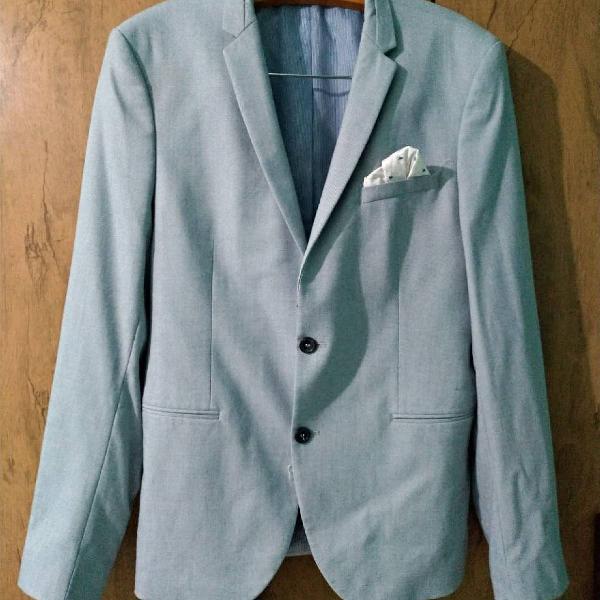 Blazer azul claro com listras e detalhe no bolso