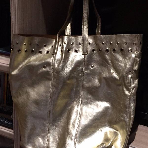 Bolsa de couro dourada