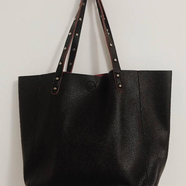 Bolsa sacola com tachas