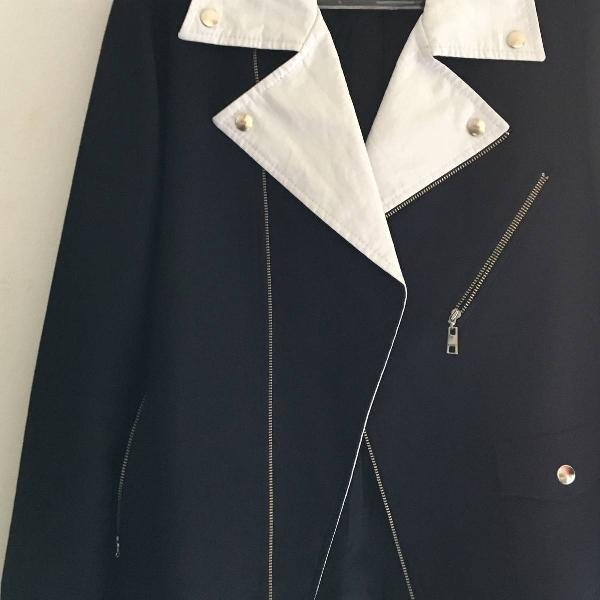 Jaqueta de sarja azul com detalhe em branco colcci