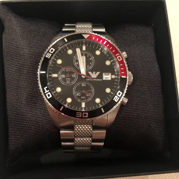 Relógio emporio armani com pulseira de aço