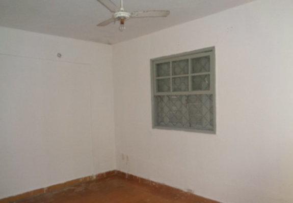 Alugo casa com quartos na rua augusto gomes pereira 873