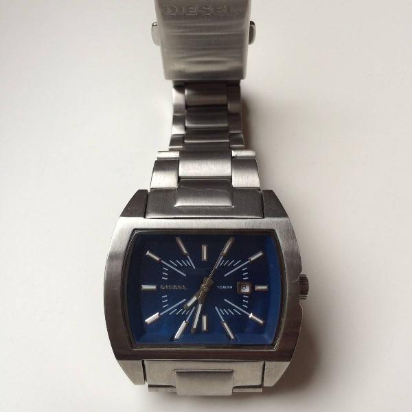 Relógio diesel metal prata com fundo azul