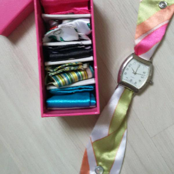 Relógio pulseira de tecidos (6 estampas )