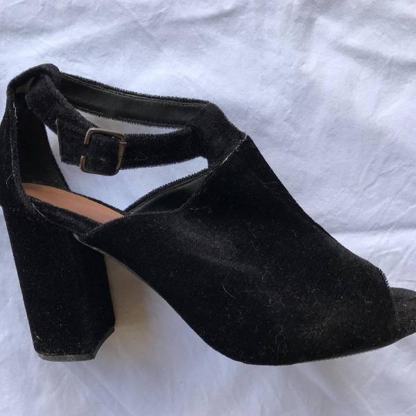 Ankle boot de couro sintético de camurça - preto