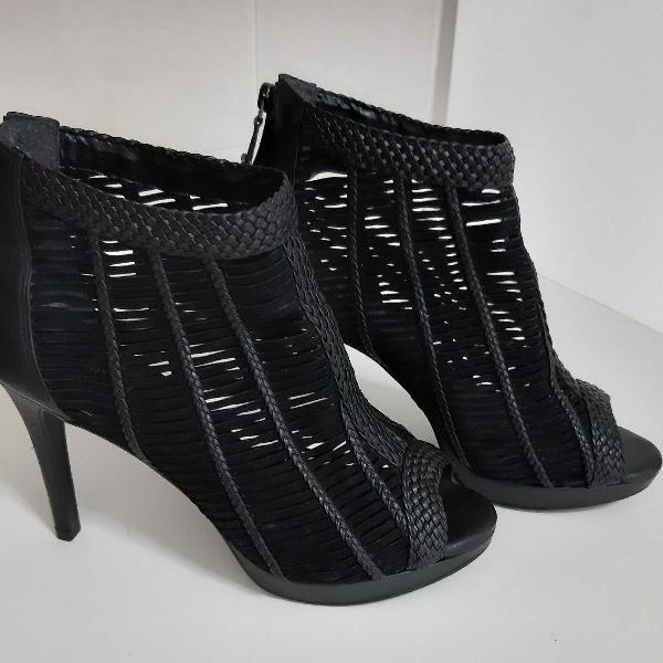 Ankle boot preta arezzo