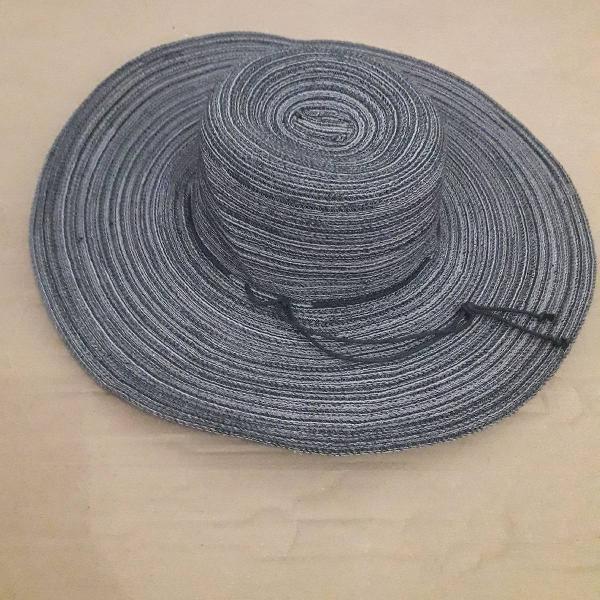 Chapéu cinza listrado