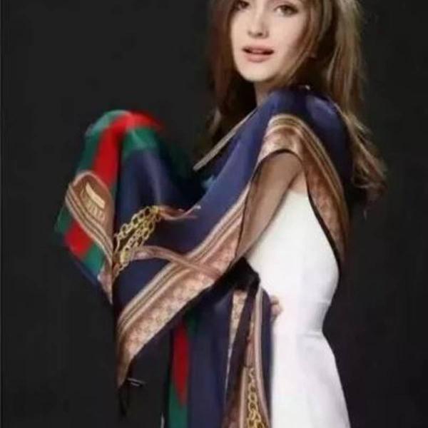 Echarpe gucci azul escuro lindo seda