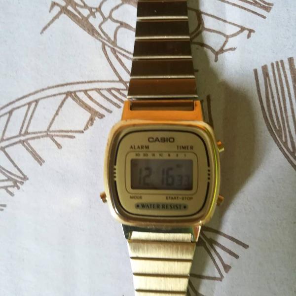 Relógio casio vintage mini dourado