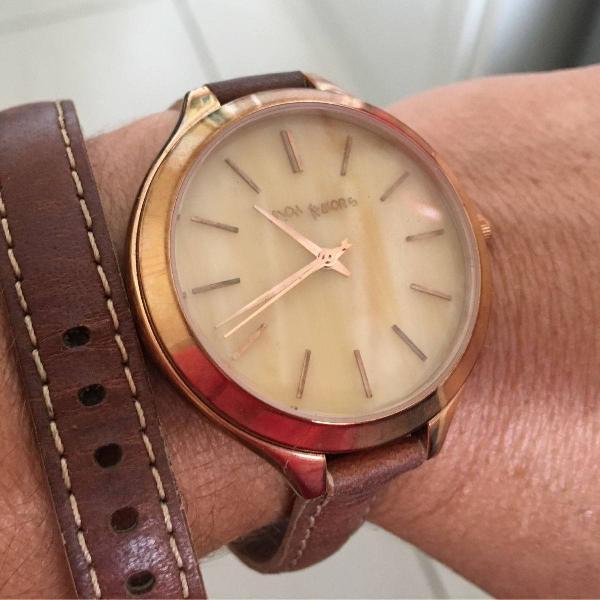 Relógio com pulseira mk