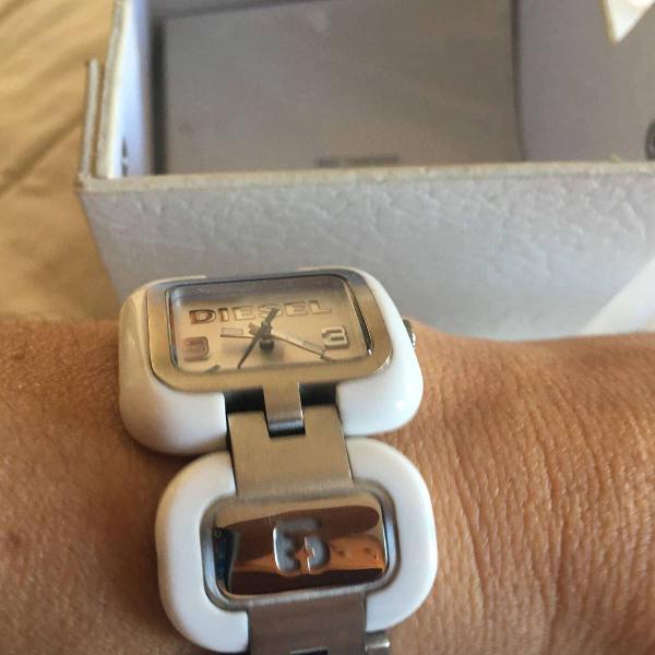 Relógio diesel branco com prata na caixa
