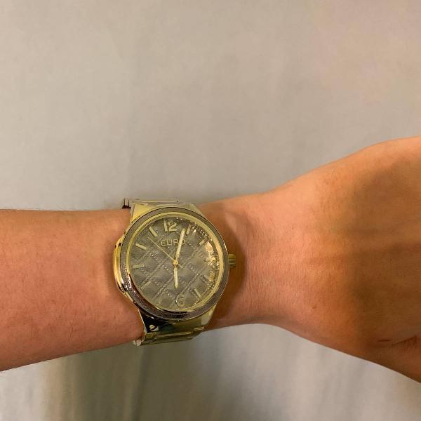 Relógio euro dourado