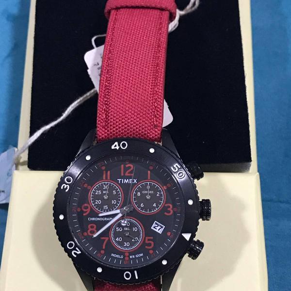 Relógio marca timex preto com pulseira vermelha masculino