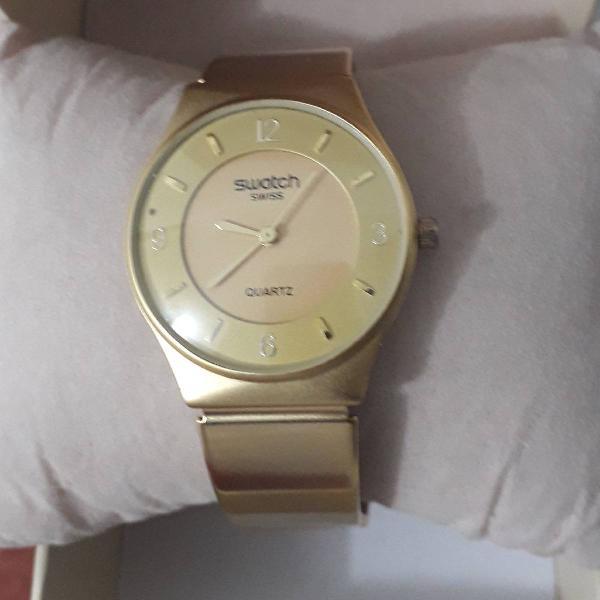 Relógio swatch dourado movimento quartz