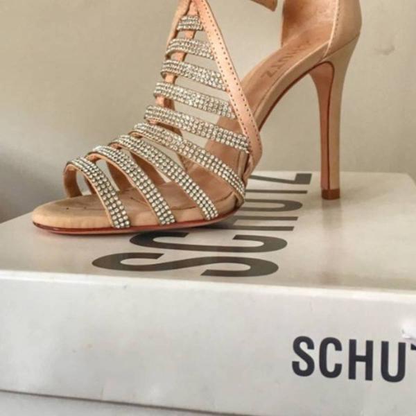 Sandália schütz , quase não usada , só umas 2 vezes