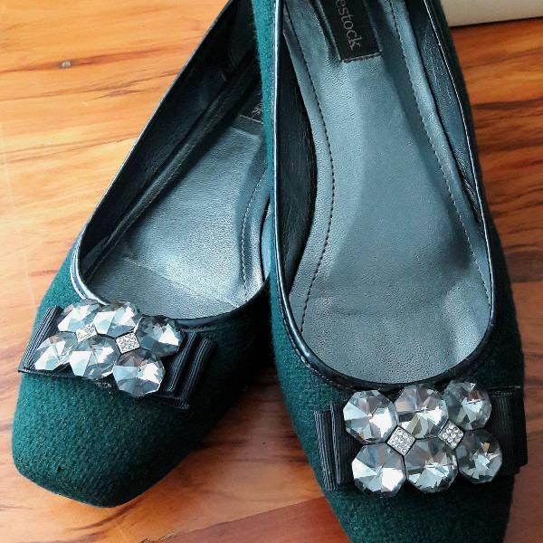 Sapatilha verde musgo shoestock
