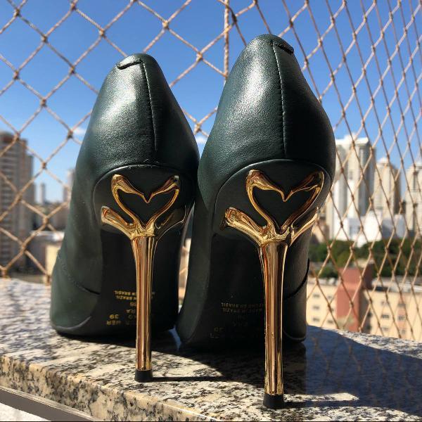 Sapato salto dourado