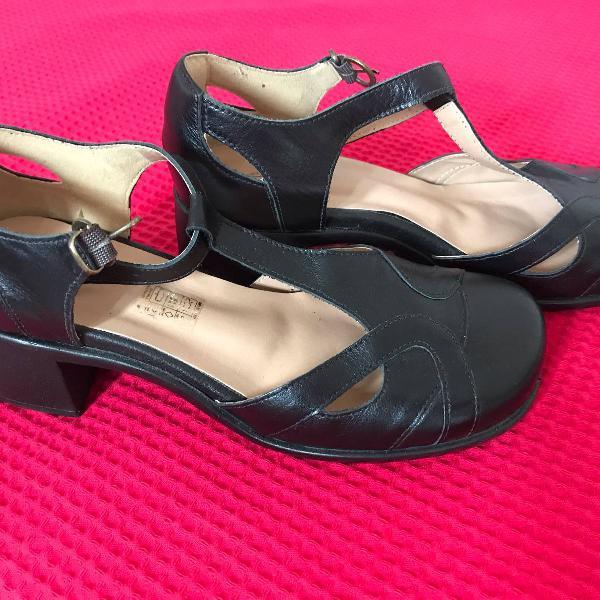 Sapato social boneca preto com salto