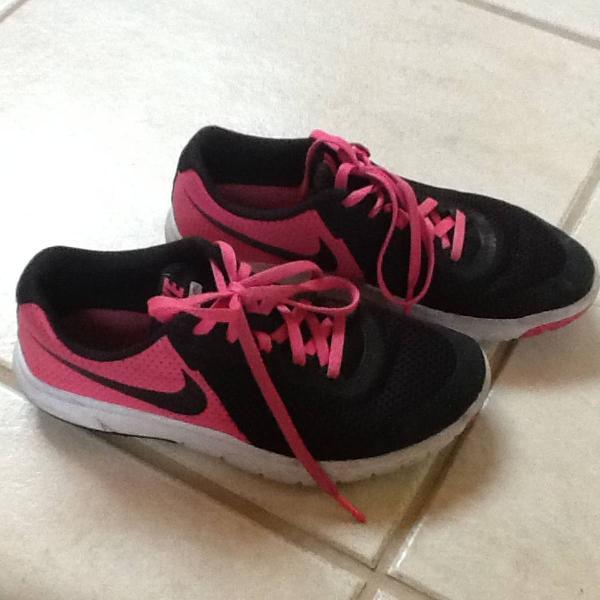 Nike preto e rosa