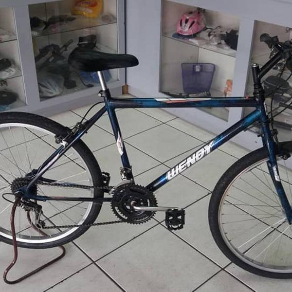 Bicicleta aro 26 com 18 velocidades usada em ótimo estado