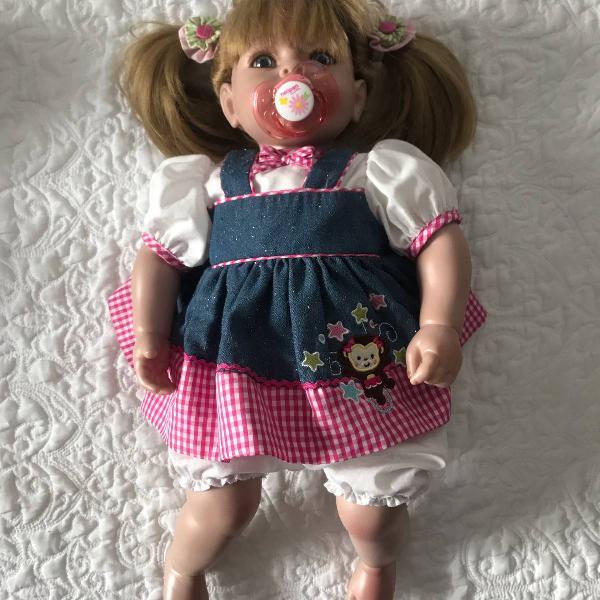 Boneca adora doll com kit de roupas para bebe