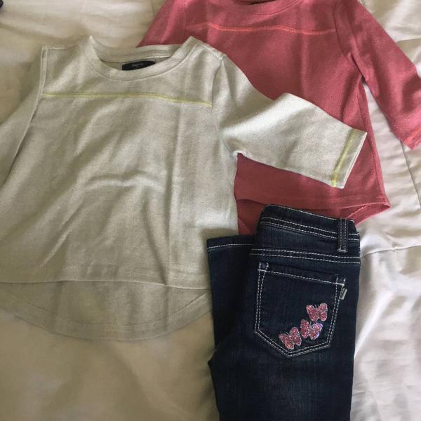 Duas blusinhas gap é um jeans tam 4-5