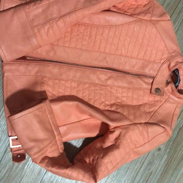 Jaqueta em couro sintético marca animê