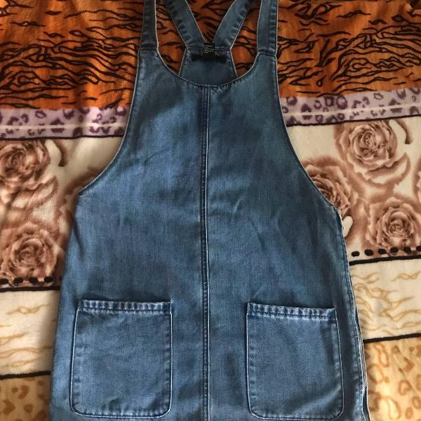 Jardineira jeans forever21