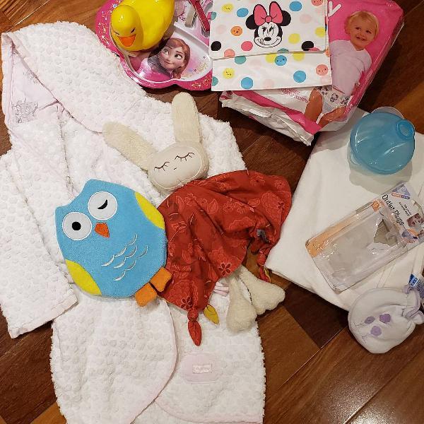 kit infantil com diversos itens
