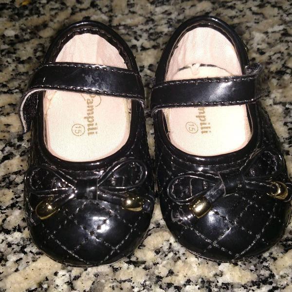 Lindo sapatinho preto básico