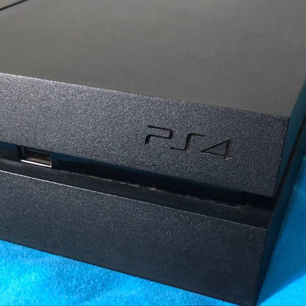 Ps4 500gb + 4 jogos + 2 controles