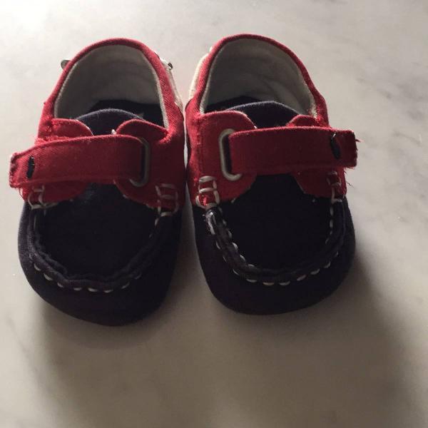 Sapato azul marinho e vermelho da ralph lauren