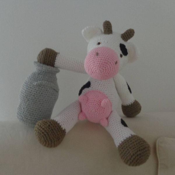 Vaca leiteira com jarra amigurumi