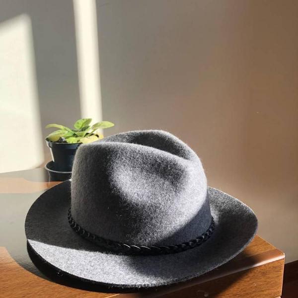 Chapéu cinza chique