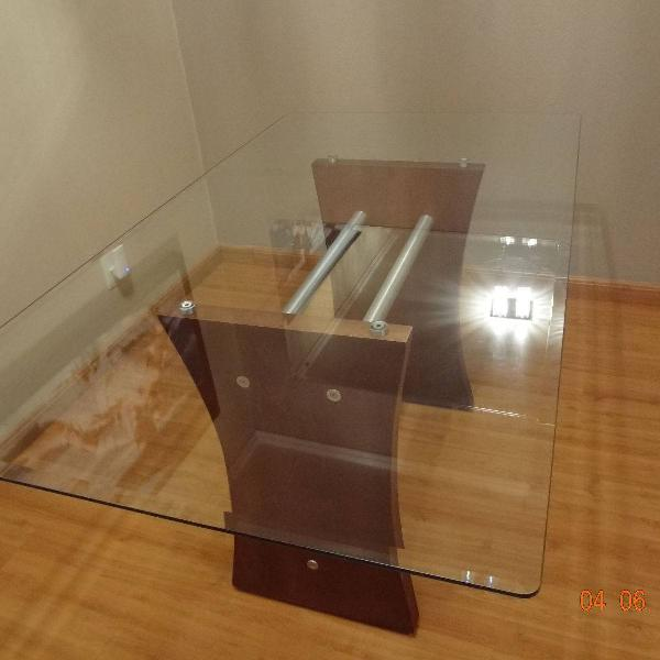 Mesa de jantar - 6 lugares. tampo de vidro