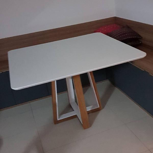 Mesa de jantar quadrada