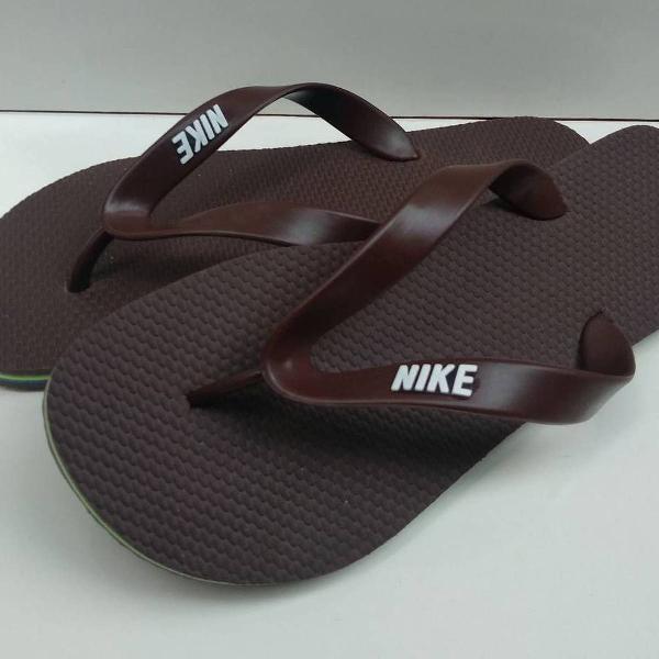 Nike marrom