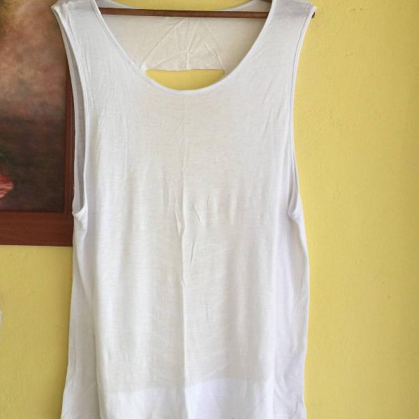 Camiseta branca fitness