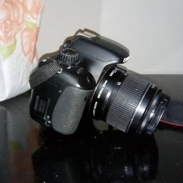 Câmera fotográfica canon.