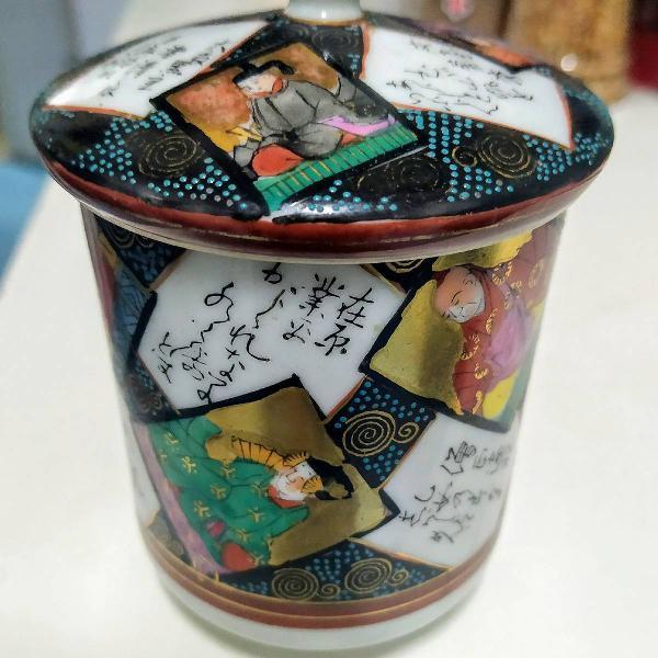 Pote porcelana japonesa