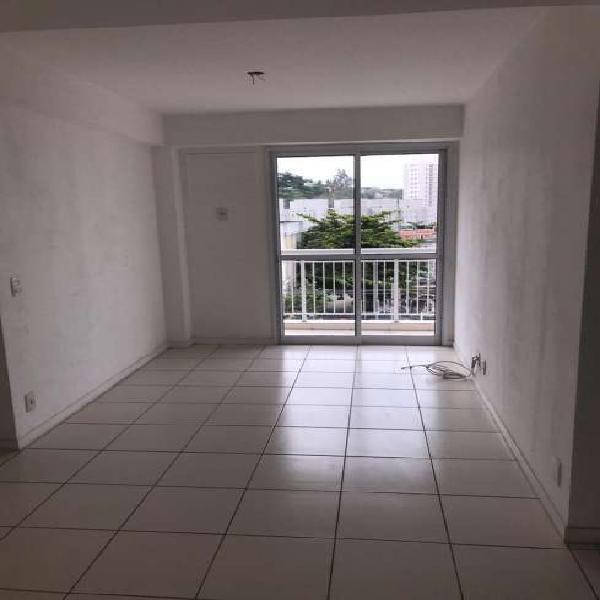 Apartamento com 2 quartos para alugar, 55 m² por r$