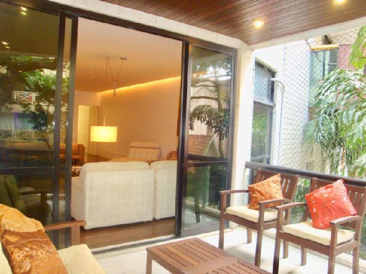 Apartamento com 4 quartos para alugar, 190 m² por r$