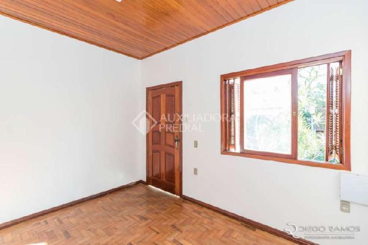 Casa com 2 quartos para alugar, 100 m² por r$ 2.350/mês