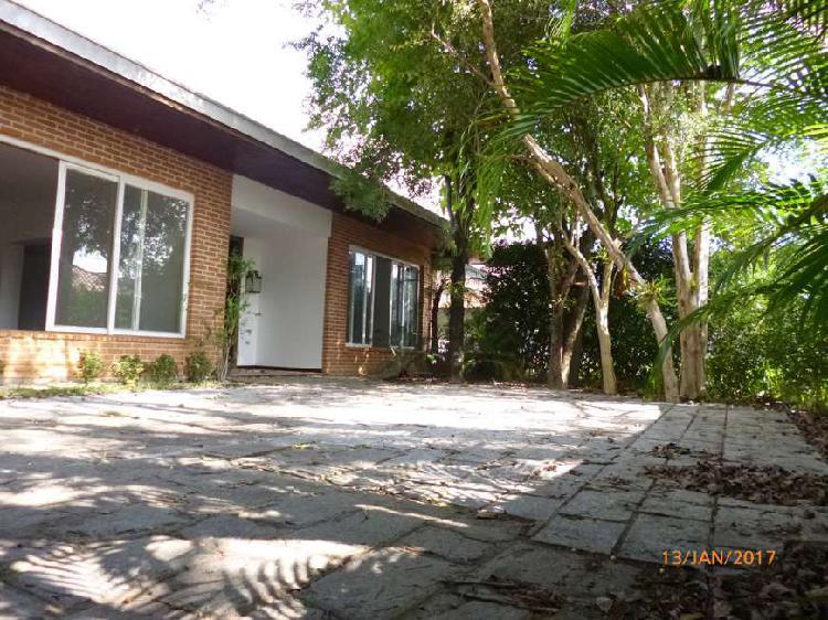 Casa com 3 quartos para alugar, 390 m² por r$ 10.000/mês