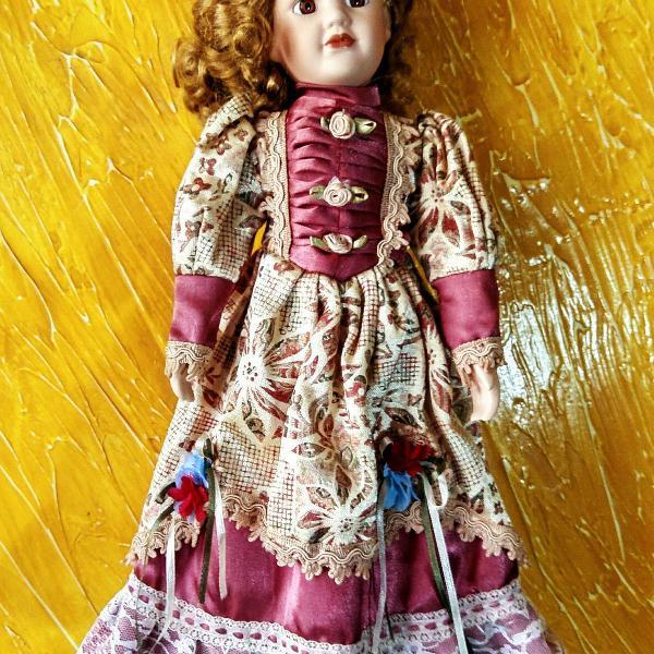 Boneca porcelana antiga sem marca