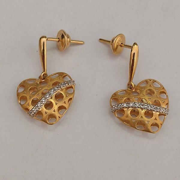 Brinco de ouro 18 k modelo coração