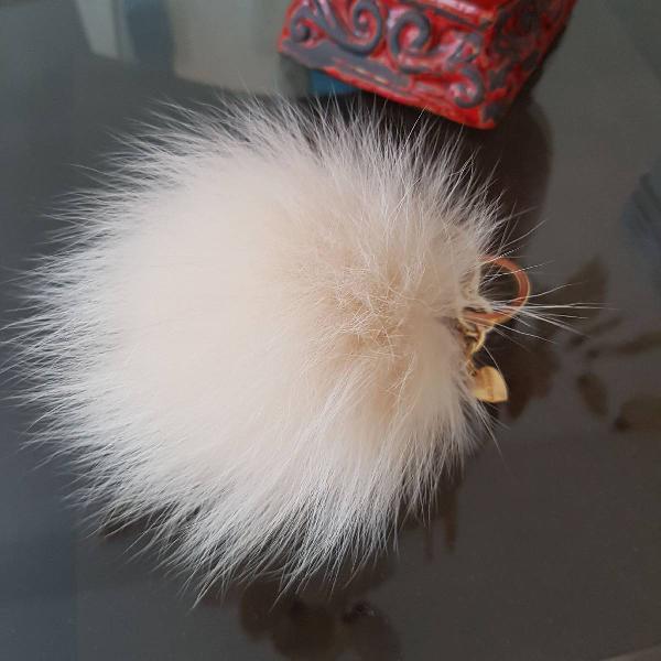 Pompom off white pelo de coelho