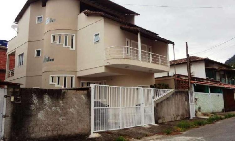 Casa com 3 Quartos à Venda, 276 m² por R$ 1.100.000 COD.