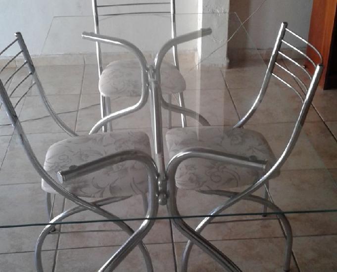 Mesa tampo vidro +04 cadeiras